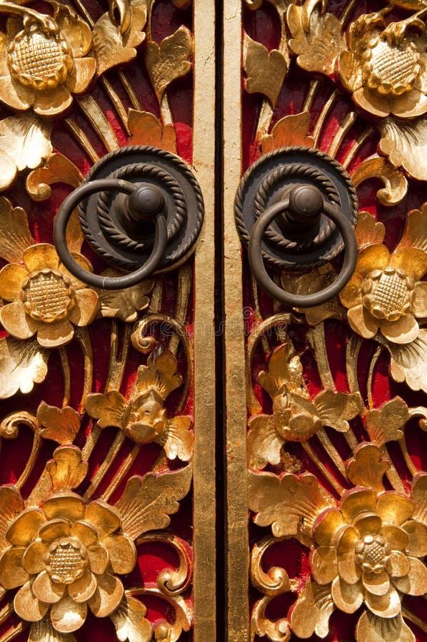 Porta de cinzeladura de madeira fotografia de stock
