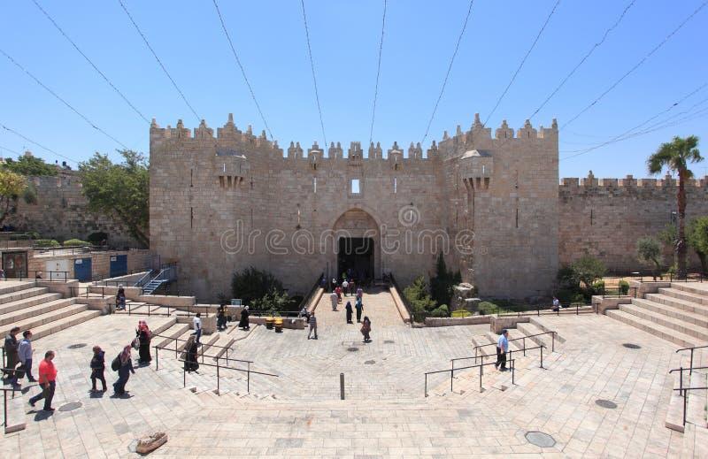Porta de Damasco & Jerusalém velho da cidade das paredes fotografia de stock