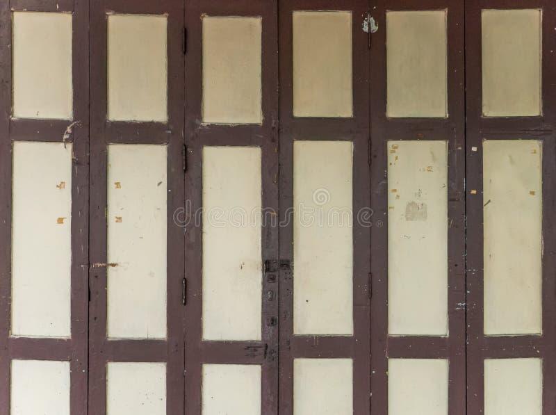 Porta de dobradura de madeira imagem de stock