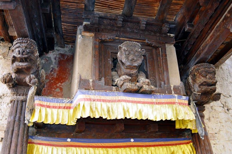 Porta de entrada de um templo budista fotografia de stock royalty free