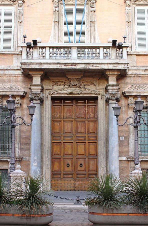 Porta de entrada do palácio de Madama em Roma imagens de stock