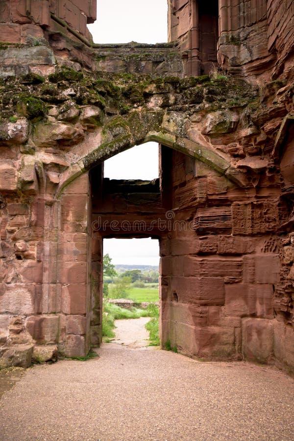 Porta de entrada no castelo medieval antigo imagem de stock royalty free