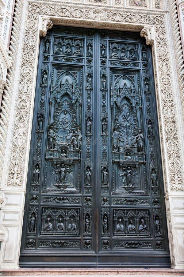 A porta de Florence Cathedral chamou formalmente di Santa Maria del Fiore de Cattedrale consagrou em 1436 fotografia de stock royalty free