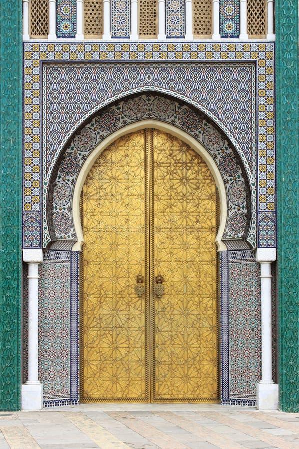 Porta de Golded de Royal Palace em Fes fotos de stock