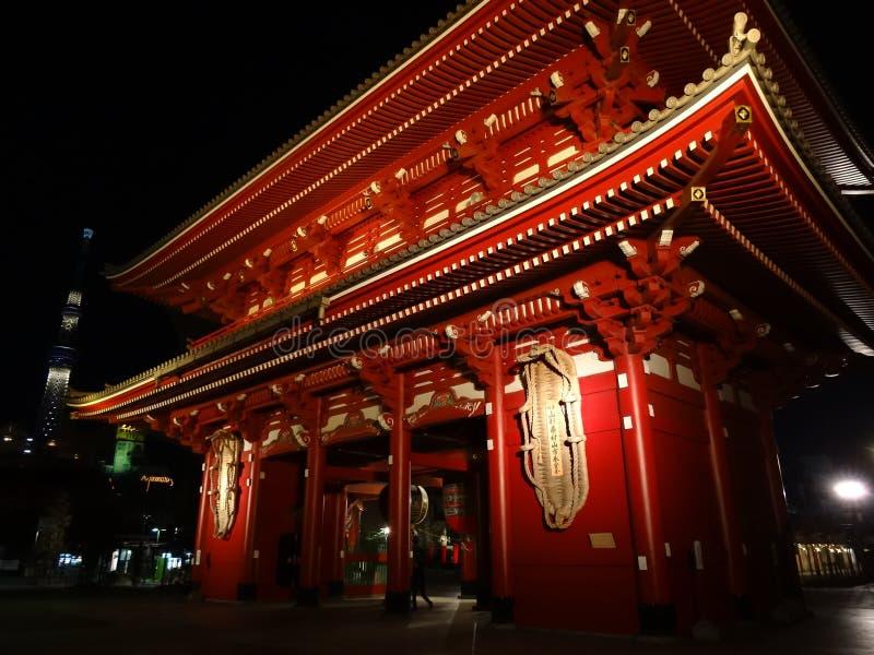 Porta de Hozomon e Tóquio Skytree imagem de stock