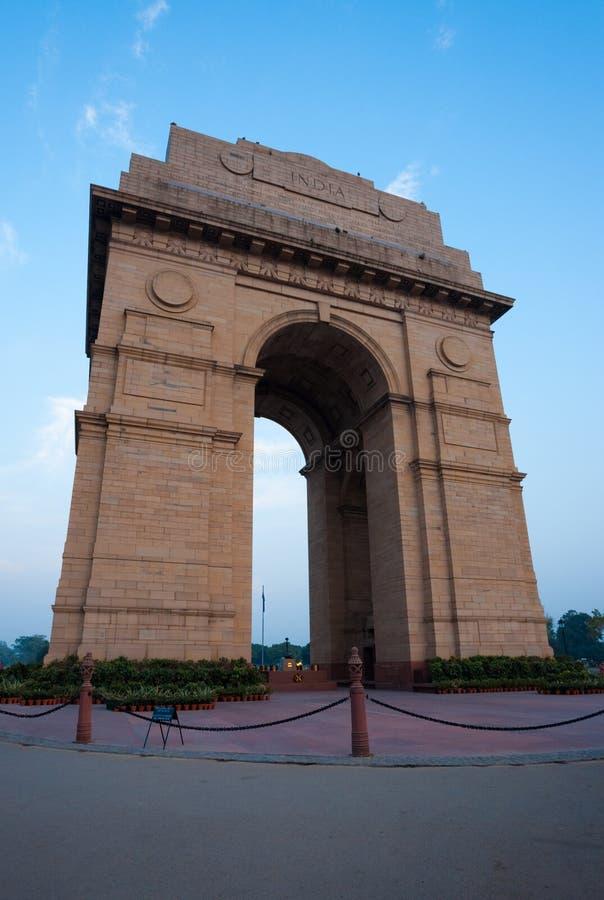 Porta de India que nivela o vertical do céu azul imagens de stock