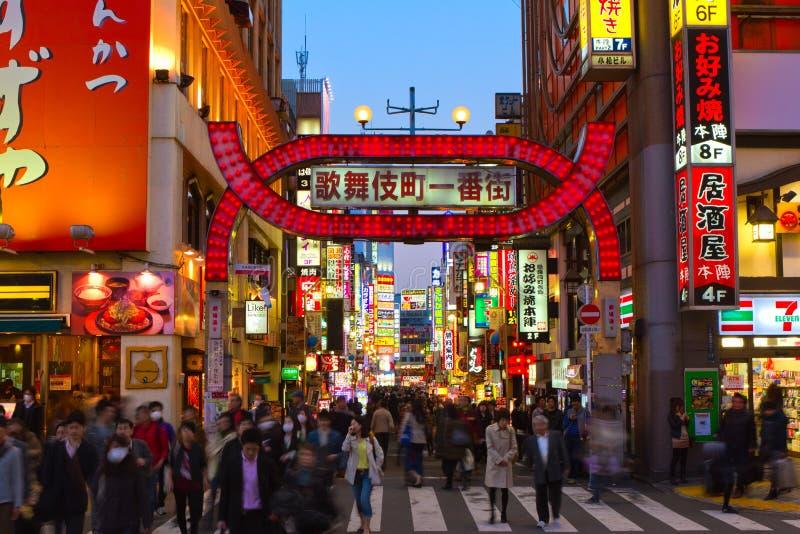 Porta de Kabukicho, Shinjuku, Tóquio, Japão fotos de stock