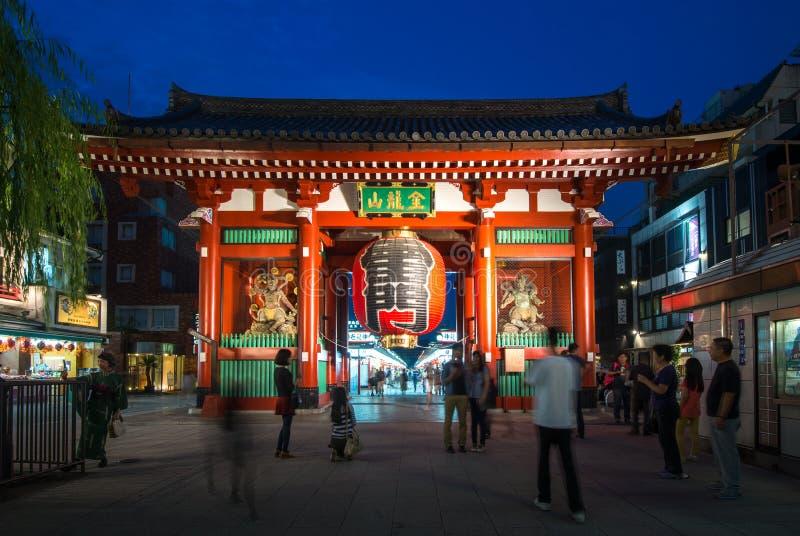 Porta de Kaminarimon do templo de Asakusa Kannon no Tóquio, Japão fotografia de stock