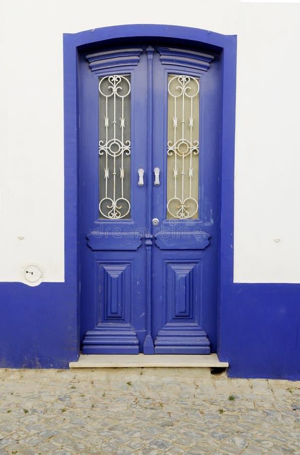 Porta de madeira azul fotografia de stock royalty free