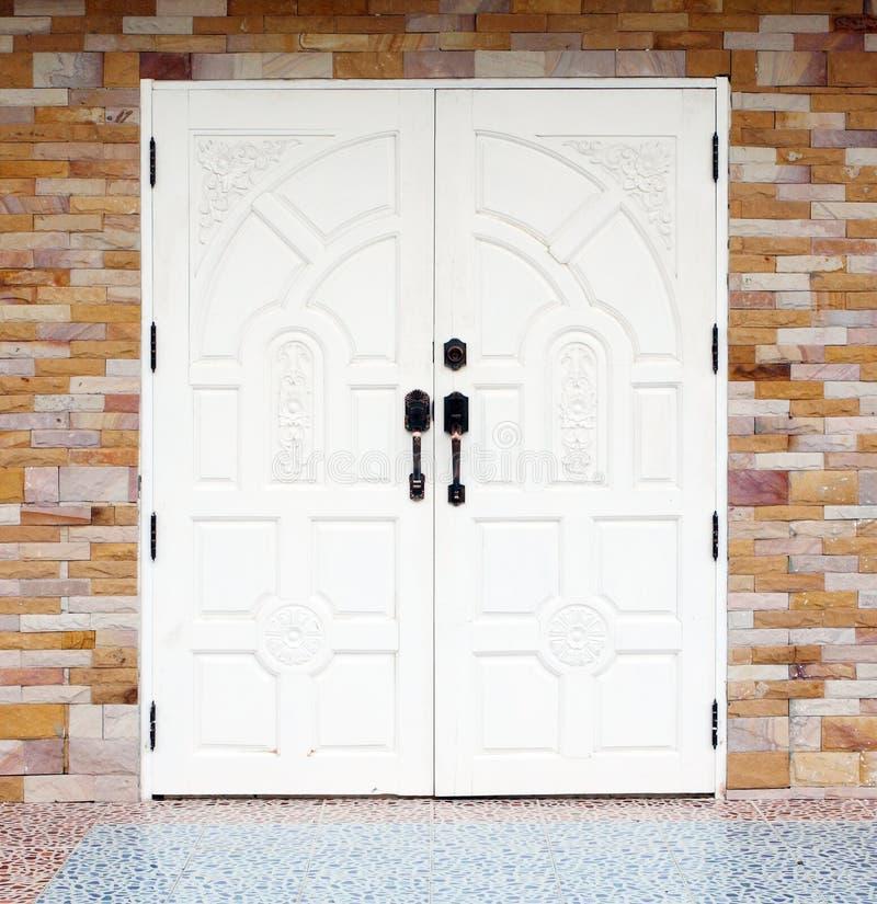 Porta de madeira branca do texuture imagens de stock royalty free
