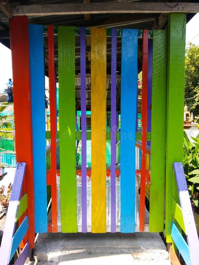 Porta de madeira colorida foto de stock