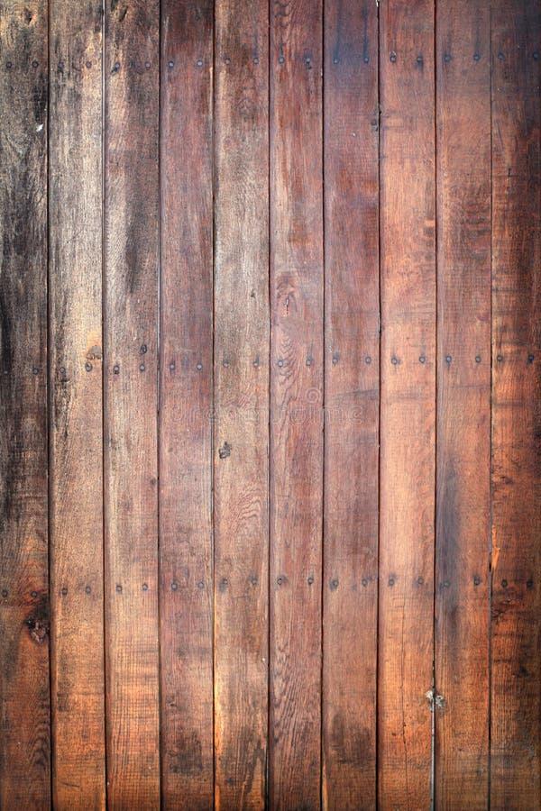 Porta de madeira com pregos fotografia de stock