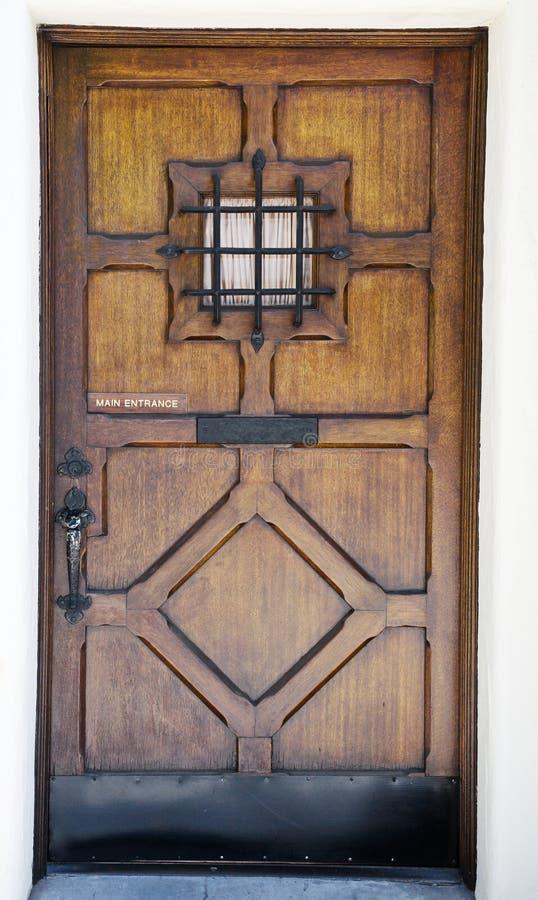 Porta de madeira Crafty com indicador pequeno foto de stock royalty free