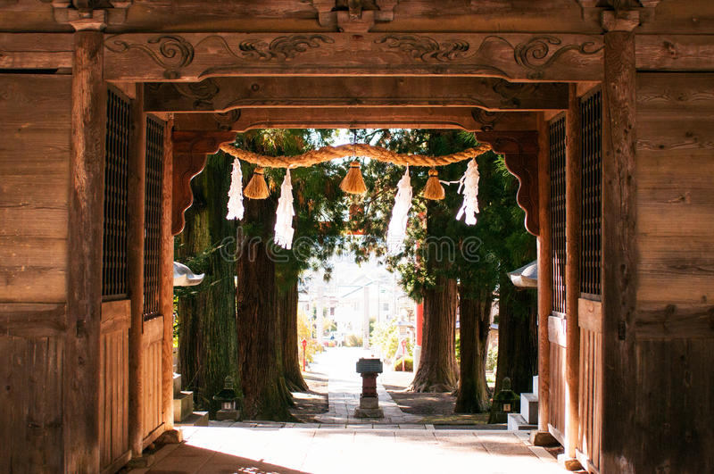 Porta de madeira da entrada do santuário de Kawaguchi Asama, Kawaguchiko, Jap imagem de stock
