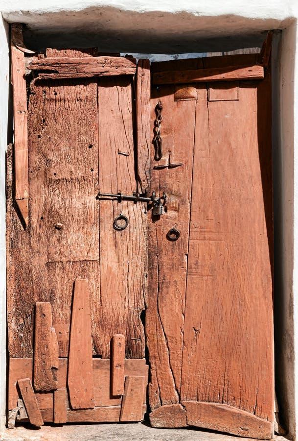 Download Porta De Madeira Dilapidada Velha. Imagem de Stock - Imagem de exterior, arquitetura: 29841969