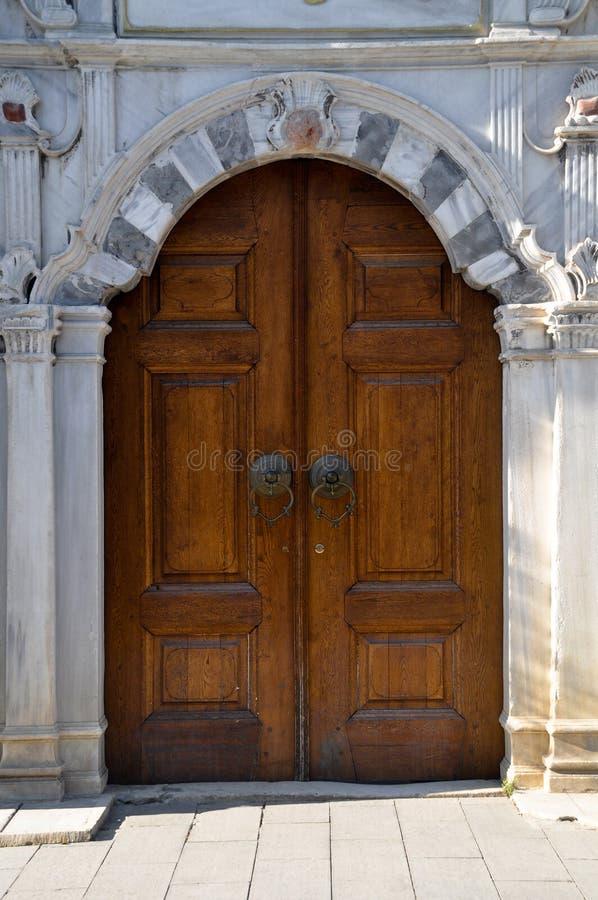 Porta de madeira do otomano idoso imagens de stock