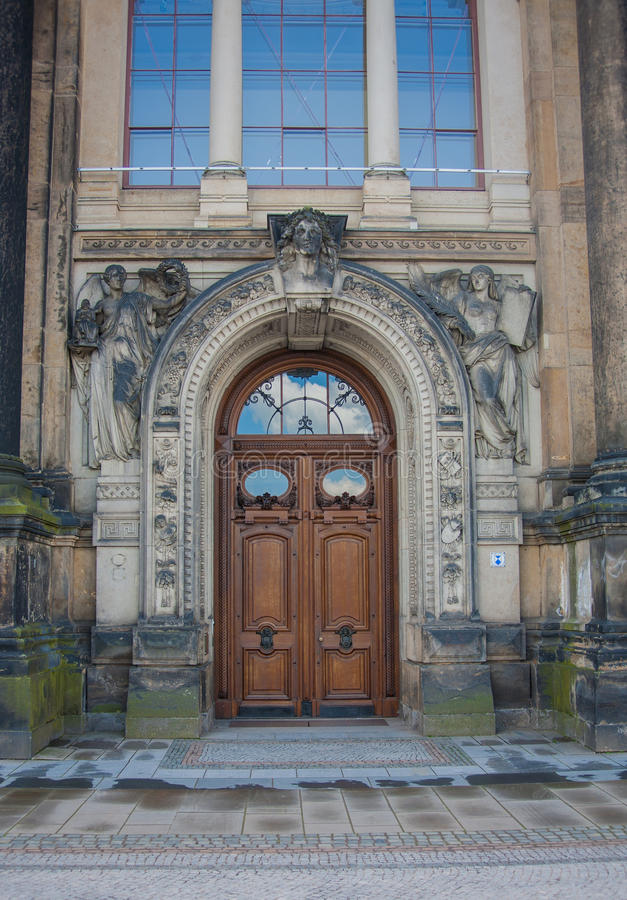 Porta de madeira do vintage, Dresden, Saxony Alemanha imagens de stock royalty free
