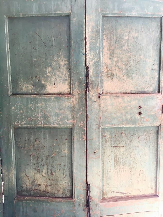 Porta de madeira do vintage velho imagem de stock