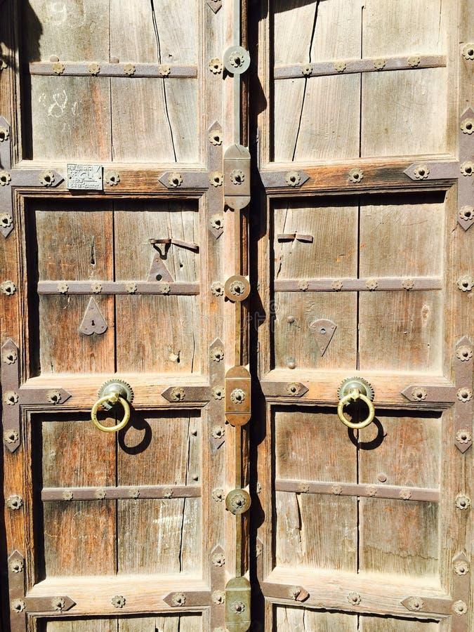 Porta de madeira do vintage velho fotografia de stock royalty free