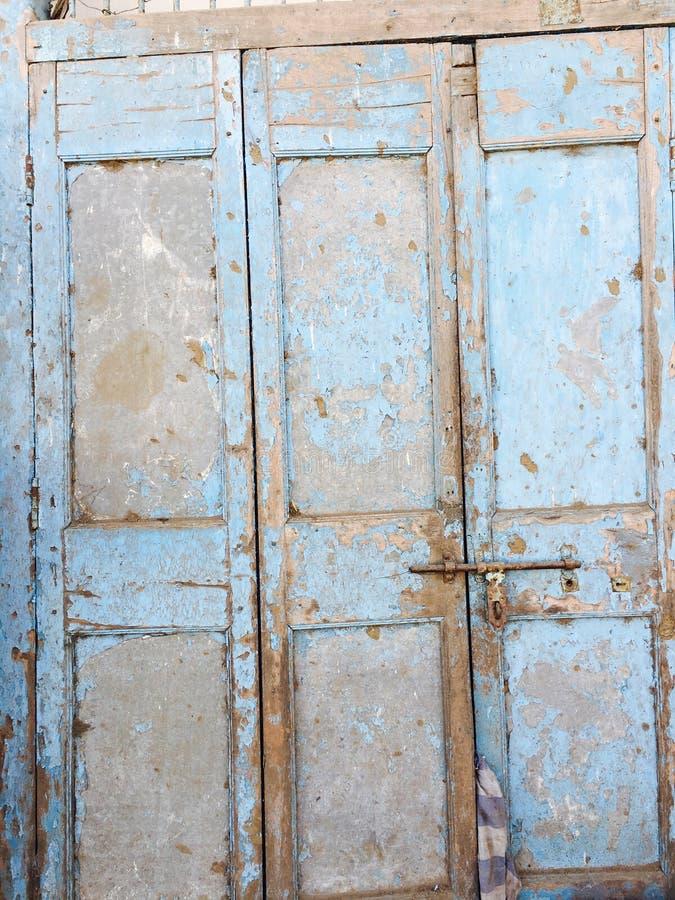 Porta de madeira do vintage velho fotos de stock