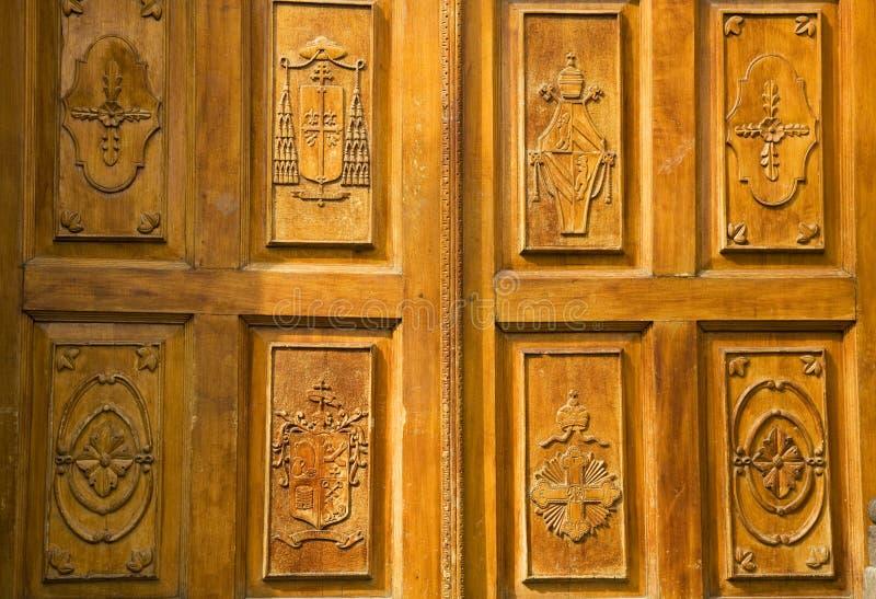 Porta de madeira dourada México da igreja imagens de stock