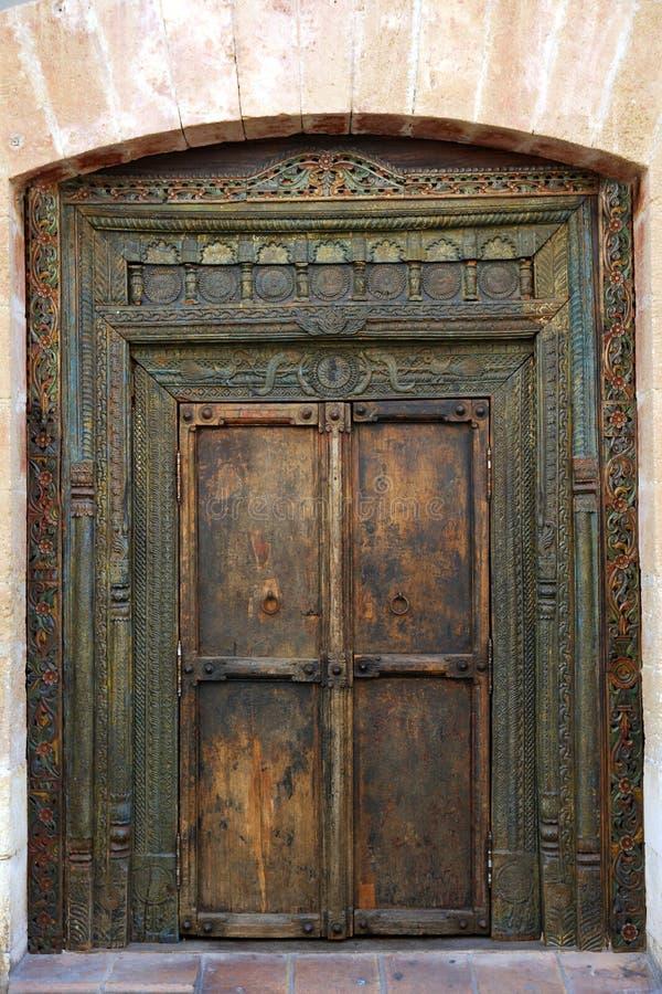 Porta de madeira indiana oriental antiga fotografia de stock