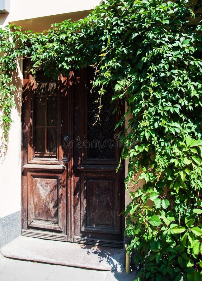 Porta de madeira retro foto de stock royalty free