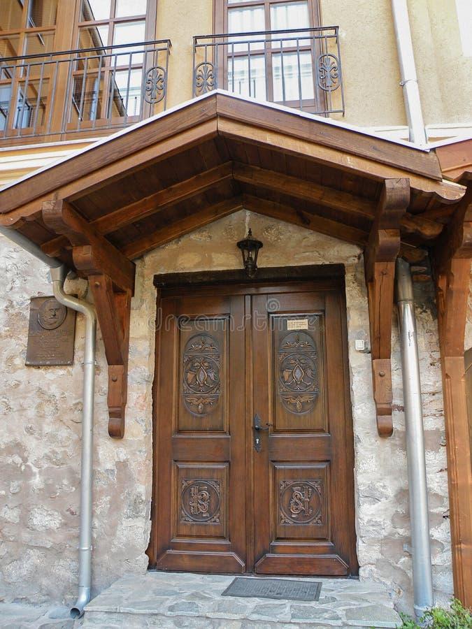 Porta de madeira sérvio foto de stock royalty free