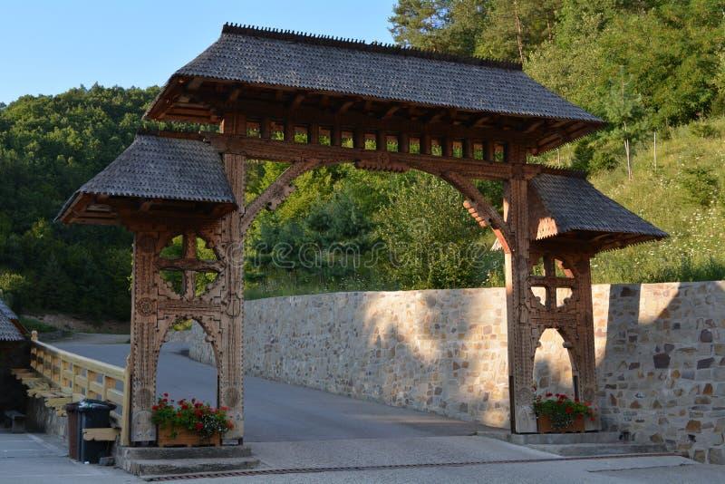 Porta de madeira tradicional imagens de stock royalty free