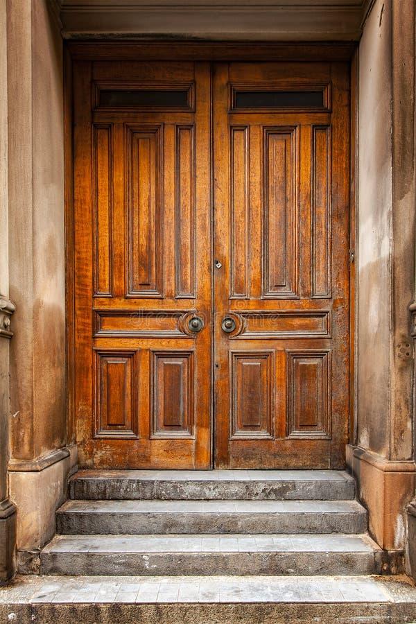 Porta de madeira tradicional fotos de stock royalty free