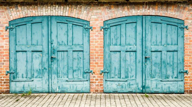 Download Porta de madeira velha imagem de stock. Imagem de rustic - 29843631