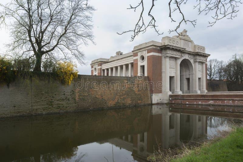 Porta de Menin em Ypres, Ieper, Bélgica. imagem de stock royalty free