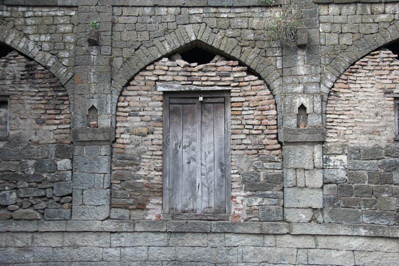 Porta de pedra arqueada do forte de Ausa fotografia de stock royalty free