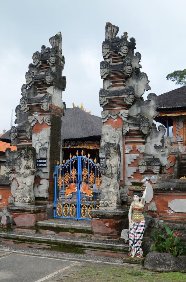 Porta de Pura Ulun Danu Temple em Bali fotografia de stock