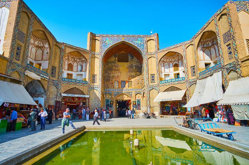 A porta de Qeysarie do bazar grande de Isfahan, Irã fotos de stock royalty free