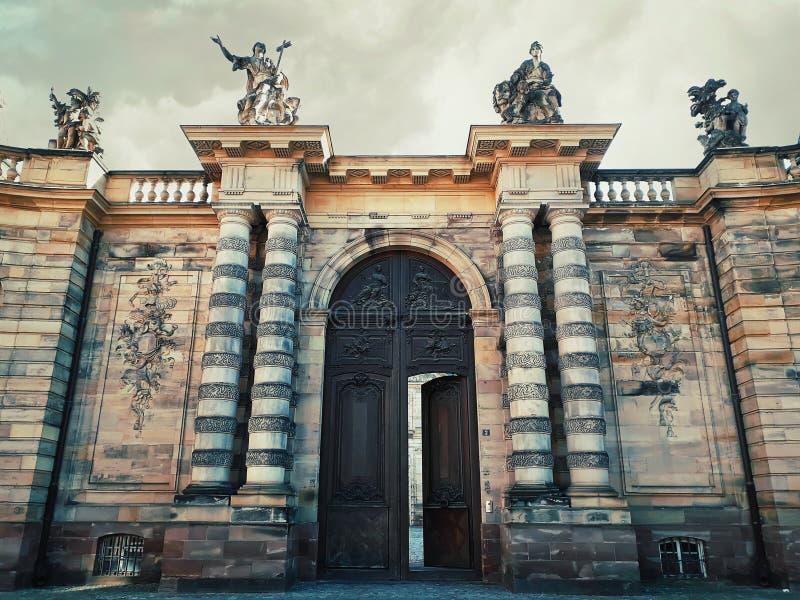Porta de Rohan Palace ao museu arqueológico da cidade de Strasbourg, às artes decorativas e às belas artes imagem de stock