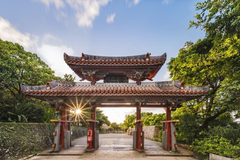 Porta de Shureimon do castelo de Shuri na vizinhança de Naha, a capital de Shuri de Okinawa Prefecture, Japão fotos de stock royalty free