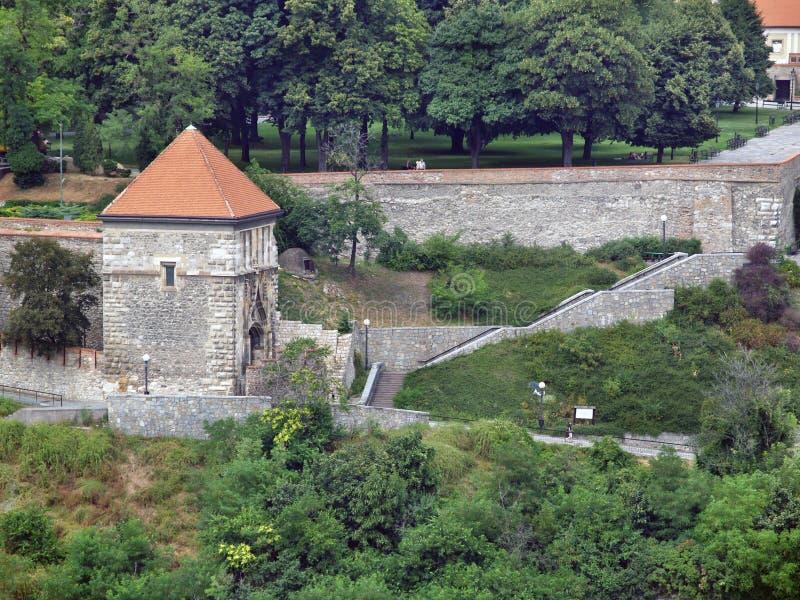 Porta de Sigismund no castelo de Bratislava, Eslováquia foto de stock