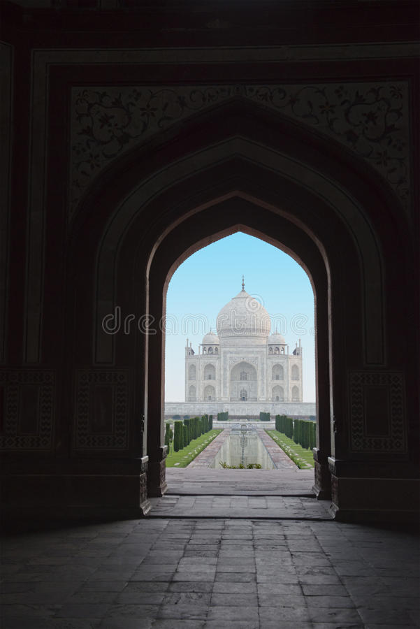 Porta de Taj Mahal From Sount Entrance, curso a Agra, Índia imagem de stock royalty free