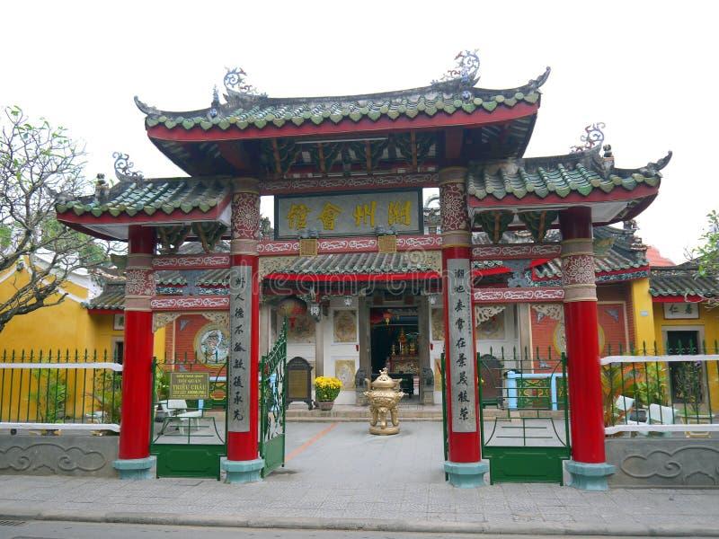 A porta de Trieu Chau Assembly Hall em Hoi An, Vietname imagem de stock royalty free