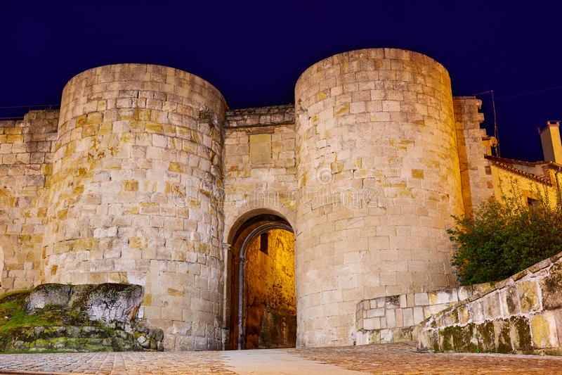 Porta de Zamora de Dona Urraca na Espanha fotografia de stock