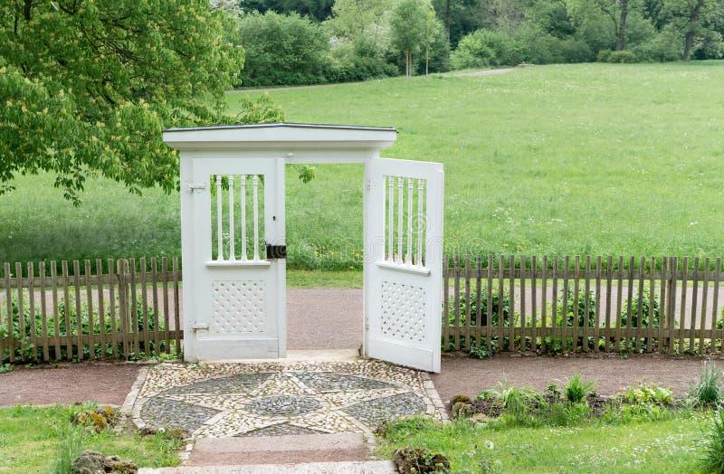 Porta del giardino alla casa estiva del ` s di Goethe fotografie stock