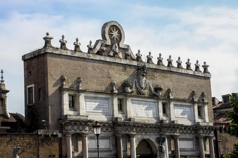 Porta del Popolo em Roma foto de stock