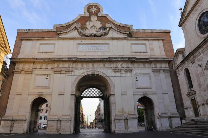 Porta del Popolo em Roma, Itália fotos de stock royalty free