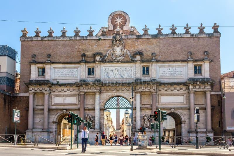 Porta del Popolo, en port av de Aurelian väggarna nära fyrkanten royaltyfria bilder