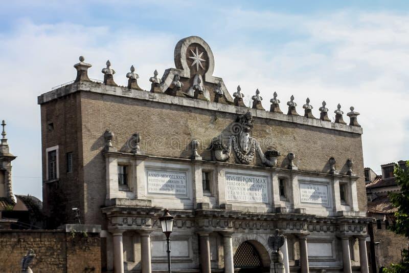 Porta del Popolo en Roma foto de archivo