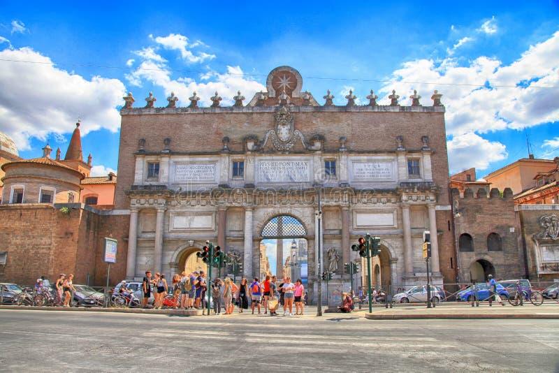 Porta del Popolo nordlig port i de Aurelian väggarna i Rome, det arkivfoton
