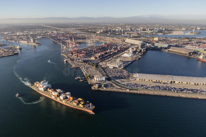 Porta della vista aerea di Facilites del carico di Long Beach immagini stock
