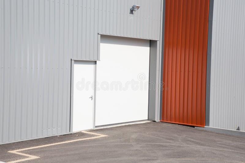 Porta delle unità industriali della proprietà commerciale fotografia stock libera da diritti