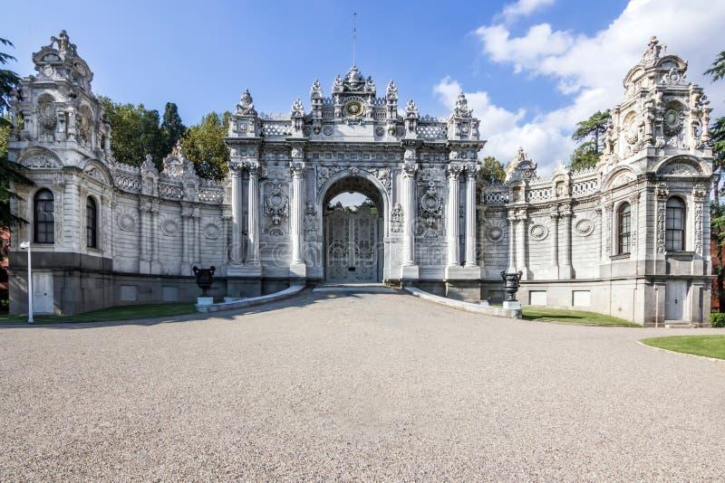 Porta di entrata principale del palazzo del dolmabahce a Costantinopoli, Turchia immagini stock
